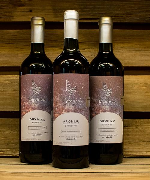 aroniju pussaldais vīns 3