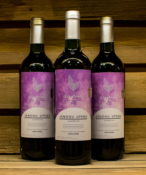 jāņogu-upeņu pussaldais vīns 3