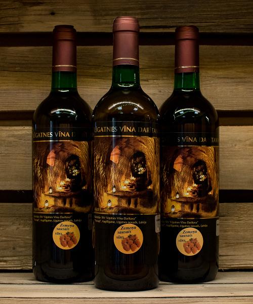 zemeņu sausais vīns 3