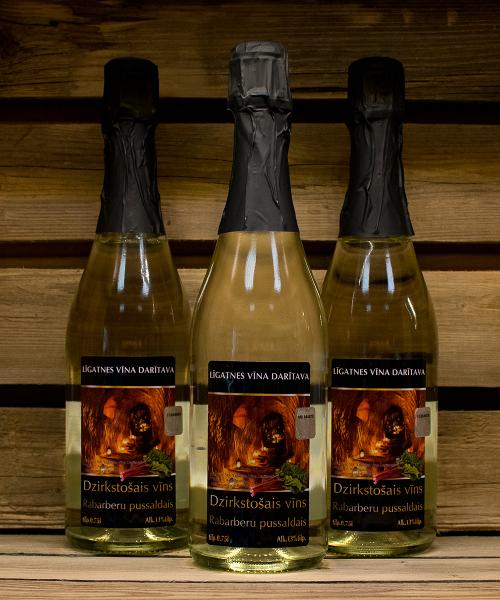 Rabarberu dzirkstošais vīns 3