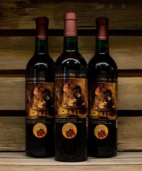 zemeņu pussaldais vīns 3