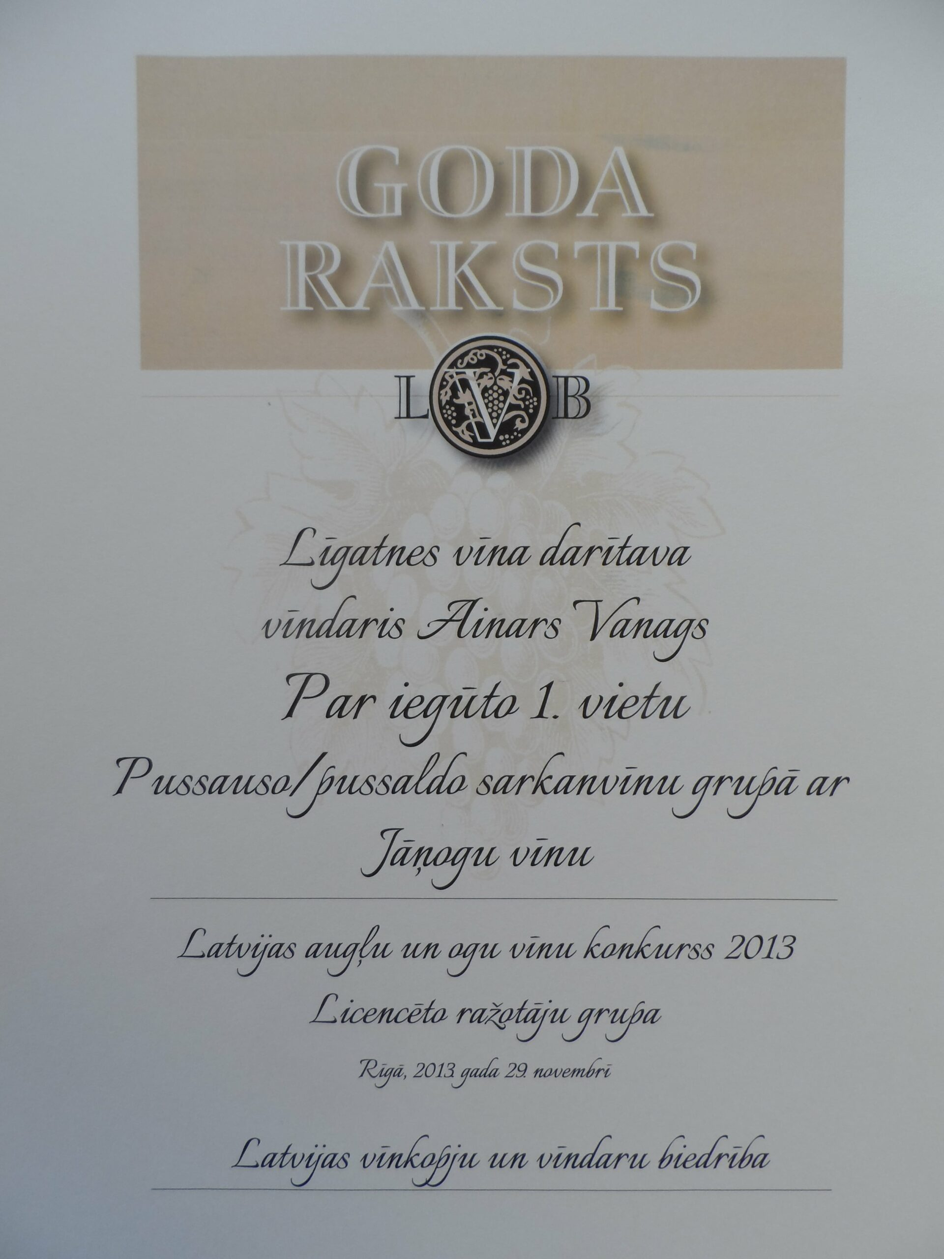 LVB 1.vieta Jāņogu vīns Pussauso/pussaldo sarkanvīnu grupā